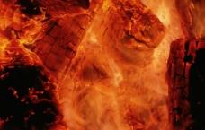 木炭燃烧图片